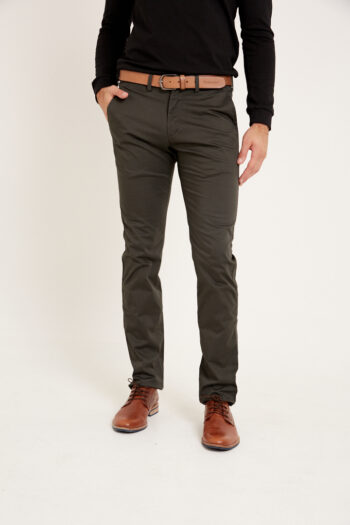 Chino regular fit de gabardina satinada