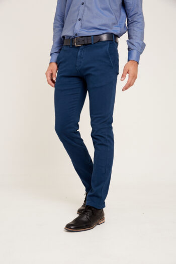 Chino regular fit de gabardina teñida