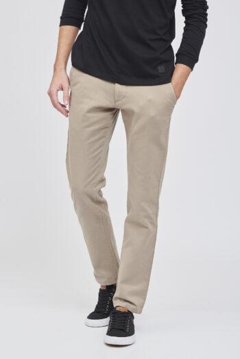 Pantalón regular básico sin pinzas gabardina con micro