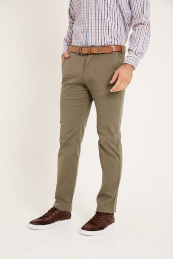 Chino regular fit relax de gabardina