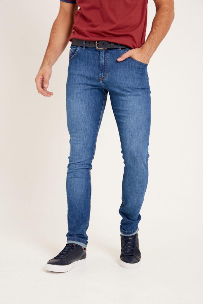 Jean slim fit clásico